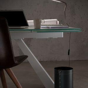 BATTISTA: cestino gettacarte in cuoio colore marrone, gettacarte di design, per casa e ufficio by Limac Design®.