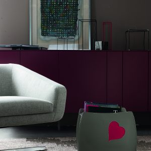 BEATRICE: Revistero en cuero color Paloma, Corazón rojo, para diarios y revistas, para cuarto de baño, oficina, recibidor, Made in Italy by Limac Design®.