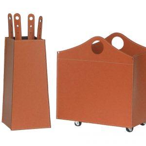 BOCAD: set da camino in cuoio colore Marrone composto da portalegna, borsa porta-ferri e attrezzi da camino, idea regalo, cesta per legna, Made in Italy, design Firestyle®.