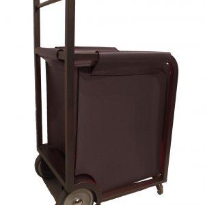 CARETIN: carrello portalegna con sacca in cuoio testa di moro, con di 6 ruote gommate.