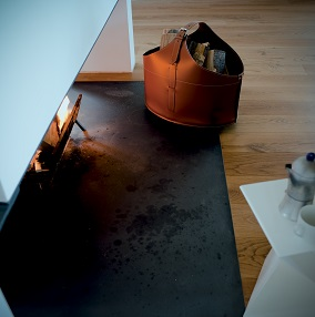 FABIA: portalegna in cuoio colore Rosso, contenitore per camino, borsa porta legna, per la casa, Ufficio, Hotel, design Firestyle®, Made in Italy.