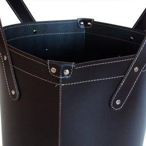 GARDA: portalegna in cuoio colore Nero, contenitore per camino, borsa porta legna, per la casa, Ufficio, Hotel, design Firestyle®, Made in Italy.