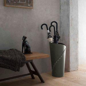 KATRINA: porta-ombrelli in cuoio colore Tortora, portaombrelli di design con vaschetta raccogligocce, portaombrello made in Italy Limac Design®.