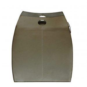 ALESSIO: portabiancheria in cuoio colore Tortora, con sacco in cotone removibile, chiusura a ribalta in cuoio, contenitore porta oggetti, borsa in cuoio, prodotto da Limac Design®.