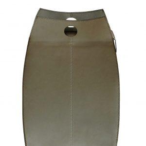 PAUL: portabiancheria in cuoio colore Tortora, con sacco in cotone removibile, chiusura a ribalta in cuoio, contenitore porta oggetti, borsa in cuoio, prodotto da Limac Design®.