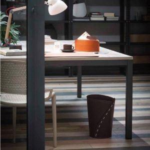 SERVUS: cestino gettacarte in cuoio colore testa di moro, gettacarte di design, per casa e ufficio by Limac Design®.