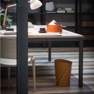 SERVUS: cestino gettacarte in cuoio colore Marrone, gettacarte di design, per casa e ufficio by Limac Design®.