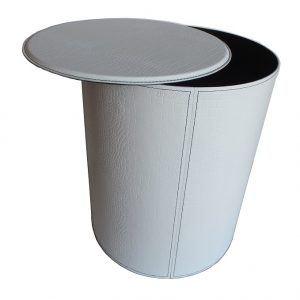 """TUTUN: portalegna in cuoio con struttura in acciaio, cuoio """"Coco"""" colore bianco, con ruote gommate."""