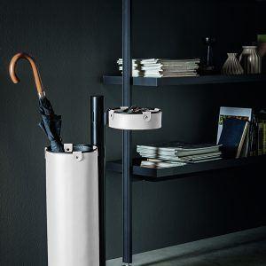 ADELFO: Servomuto con elementi rivestiti in cuoio colore Bianco, portaombrelli, svuota-tasche, con struttura in acciaio, disegnato da Limac Design®, Made in Italy.