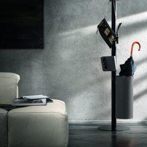 ERCOLE 6: Appendiabiti da terra con 6 elementi rivestiti in cuoio colore Antracite, attaccapanni con struttura in acciaio, disegnato da Limac Design®, Made in Italy.