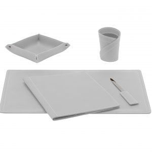 ASCANIO 5: Set di accessori da scrivania in cuoio colore Bianco, set ufficio, sottomano da scrivania, portaoggetti, portapenne, antiscivolo, Made in Italy by Limac Design®.