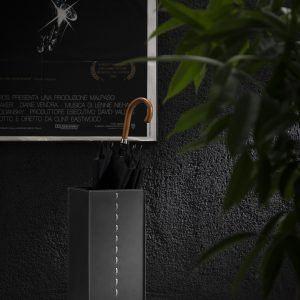 SOFIA: Schirmständer aus regenerated leder farbe Schwarz., Regenschirmständer mit Wasserauffangschale, Made in Italy by Limac Design®.